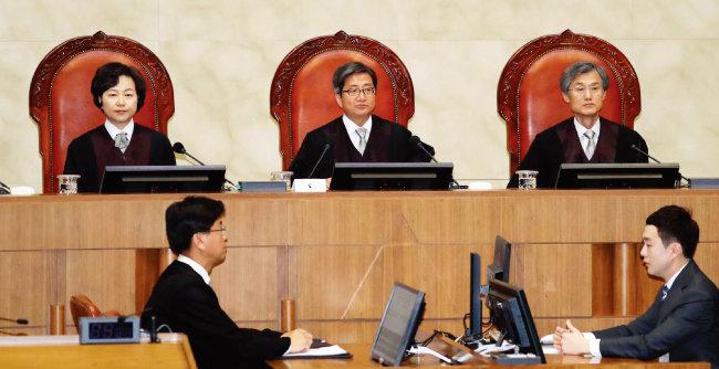 지난해 11월 1일 서울 서초구 대법원에서 대법원 전원합의체가 양심적 병역거부 사건 관련 판결을 내리고 있다. [동아DB]
