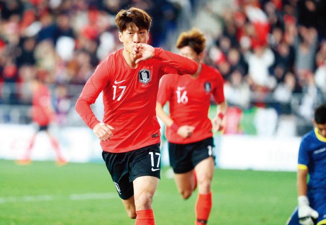 3월 22일 오후 울산 문수월드컵경기장에서 열린 대한민국 축구 국가대표팀과 볼리비아 대표팀의 평가전에서 이청용이 골을 성공한 뒤 기뻐하고 있다. [뉴시스]