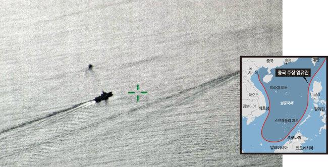 2018년 9월 30일 중국 군함이 남중국해에서 '항행의 자유작전'의 일환으로 항해하는 미국 군함을 추격하는 모습. [영국 국방부 홈페이지, 동아DB]