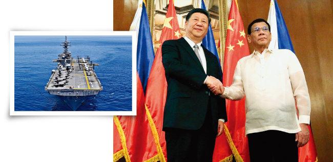 미국 해군 강습상륙함 와스프호가 남중국해를 항해하고 있다(왼쪽). 로드리고 두테르테 필리핀 대통령(오른쪽)과 시진핑 중국 국가주석이 악수하고 있다. [미국 해군 7함대, 필리핀 대통령궁 홈페이지]