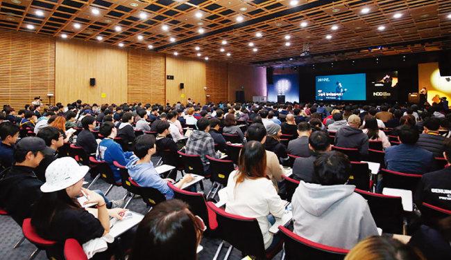 넥슨개발자콘퍼런스에서 강의를 듣고 있는 참가자들. [뉴시스]