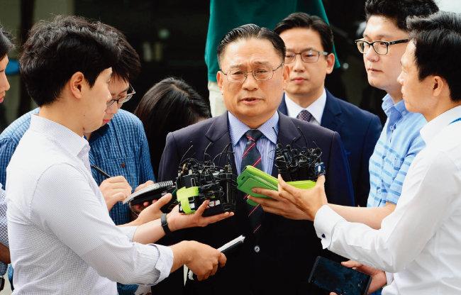 2017년 8월 8일 당시 박찬주 육군 2작전사령관(대장)이 서울 용산구 국방부 검찰단에 출석하고 있다. [사진공동취재단]