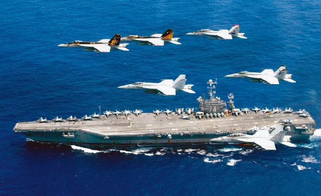 미국 항공모함 존 스테니스호가 페르시아만으로 항해하고 있다. [미국 해군]