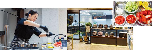 셰프 진이 쿠킹 클래스 수강생에게 그날의 메뉴를 시연하는 모습. 제철 재료비를 포함한 수강료는 5만 원이다(왼쪽). 'C+존'에서는 쿠첸 제품을 상담받고 구매도 할 수 있다.