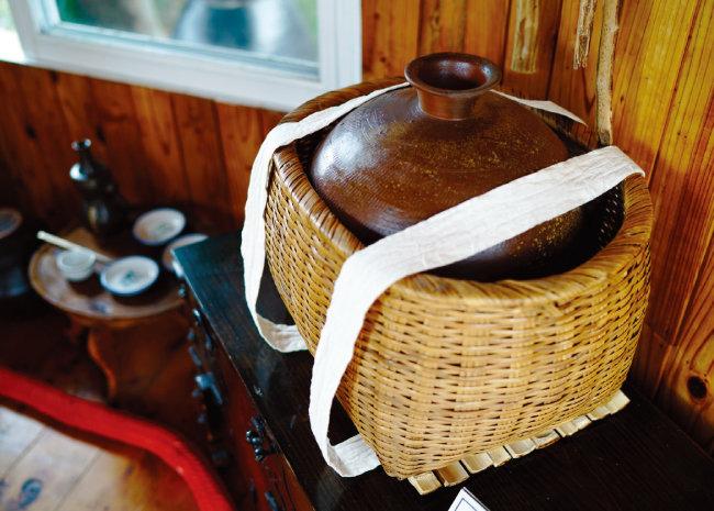 제주의 물 허벅. 허벅은 바가지 또는 두레박을 뜻하는 몽골어 '허버'에서 유래한 제주방언이다. [사진 제공 · 명욱]