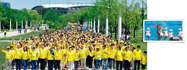 5월 6일 서울 마포구 월드컵공원 내 평화광장에서 열린 제20회 새생명 사랑 가족걷기대회 참가자 6000여 명이 활짝 웃고 있다(왼쪽). 식전 행사에서 새생명합창단이  공연하고 있다. [사진 제공 · ㈔국제위러브유운동본부, 김도균]