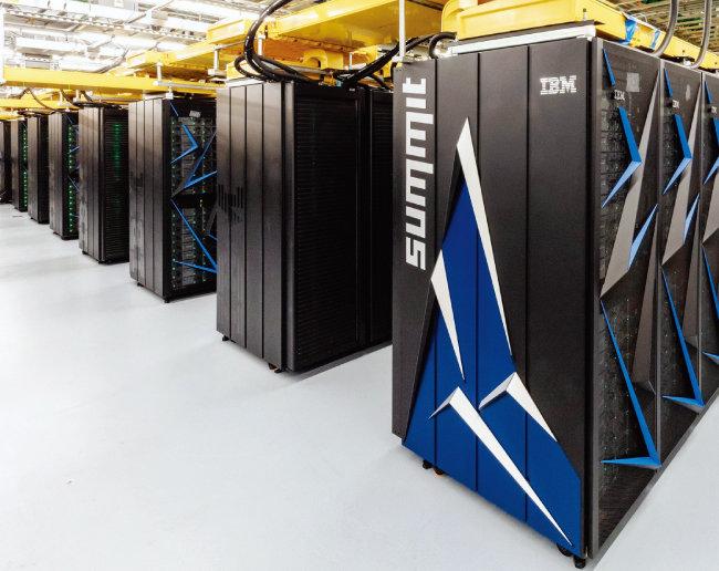 세계 1위 슈퍼컴퓨터인 미국 서밋. [오크리지 국립연구소]