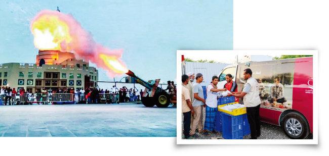 이프타르를 알리는 도하의 대포(위)와 카타르 자선단체가 라마단의 의미를 공유하고자 외국인 노동자들에게 이프타르 박스(과일, 음료수, 빵 등 먹을거리가 들어 있는 도시락)를 나눠주고 있는 모습. [더 페닌슐라]