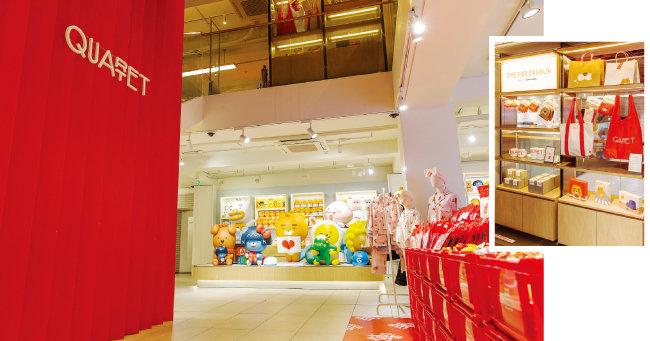 1층과 2층은 카카오프렌즈 스토어라 이곳에서 쇼핑하고 3층에서 라이언 에그번과 커피를 즐기는 여행 상품도 외국인들에게 인기다.