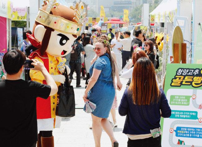 외국인 관광객들도 박람회장을 찾아 즐거운 시간을 보냈다.