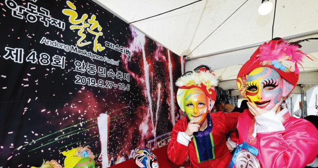 '안동국제탈춤페스티벌' 부스에는 다양한 마스크가 전시됐다.