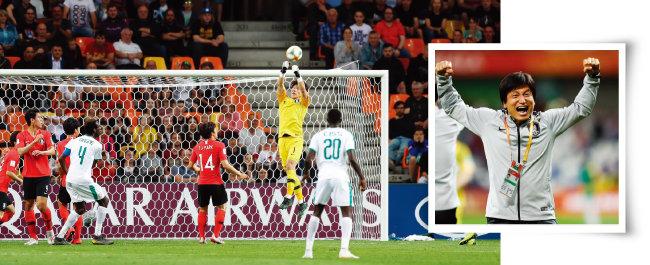 세네갈과의 8강전에서 활약한 골키퍼 이광연(왼쪽).정정용 감독이 6월 9일 U-20 월드컵 8강전에서 세네갈을 승부차기 끝에 꺾은 뒤 두 팔을 들어 올리며 환호하고 있다. [사진 제공 · 대한축구협회]