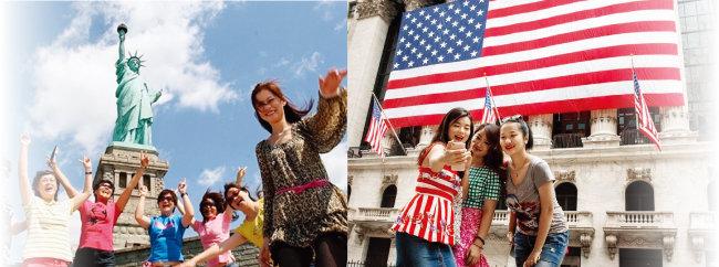 중국인 여행객들이 미국 뉴욕 자유의 여신상 앞에서 기념촬영을 하고 있다(왼쪽).  중국인 여행객들이 미국 뉴욕 증권거래소 앞에서 기념사진을 찍고 있다. [GMA]