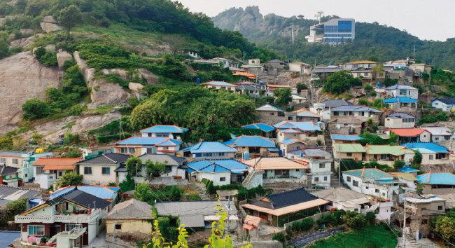 목포에는 도시재생이 필요한 낙후된 마을이 적잖다.