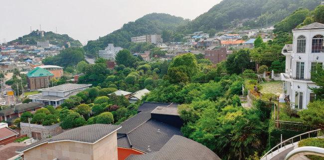 유달초 위쪽에 자리 잡은 이훈동 정원.