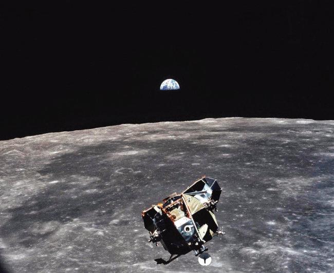마이클 콜린스가 찍은 달착륙선(이글)의 귀환 장면. 달과 지구도 함께 포착됐다. [NASA]