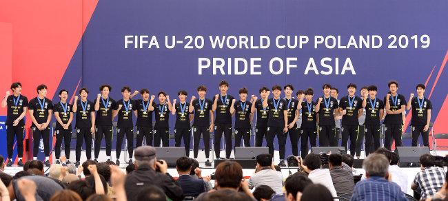 6월 18일 서울시청 앞에서 열린 환영 행사에 참석한 FIFA U-20 월드컵 대표팀 선수들.
