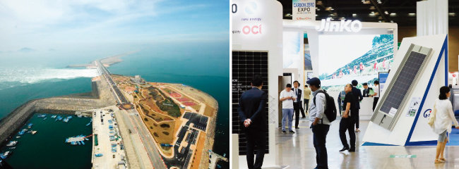 새만금방조제 내해(왼쪽 사진의 오른쪽)에는 2022년까지 2.1GW 규모의 수상태양광 발전 설비가 들어설 예정이다. 올해 6월 경기 고양 킨텍스에서 열린 '세계 태양에너지 엑스포 2019'에 참가한 중국 진코솔라의 전시 부스. [뉴시스]