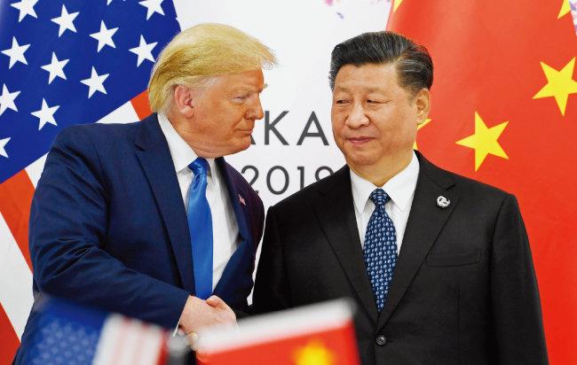 도널드 트럼프 미국 대통령(왼쪽)과 시진핑 중국 국가주석이 G20 정상회담이 열린 일본 오사카에서 만났다. [뉴시스]
