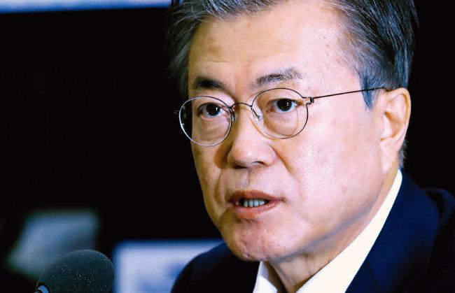 7월 15일 오후 청와대에서 열린 회의에서 일본의 대한국 수출규제와 관련해 발언하고 있는 문재인 대통령. [청와대사진기자단]