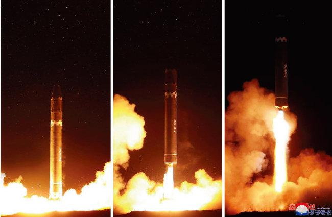 유엔 안전보장이사회(안보리)는 2017년 12월 22일(현지시각) 북한의 대륙간탄도미사일(ICBM)급 '화성-15형' 발사에 대응해 새 대북제재 결의안 2397호를 채택했다. [조선중앙통신]