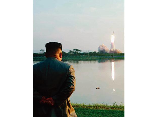 8월 1일 북한 '조선중앙통신'은 7월 31일 김정은 북한 국무위원장의 지도 아래 신형 대구경조종방사포 시험사격을 했다고 보도했다. [노동신문]