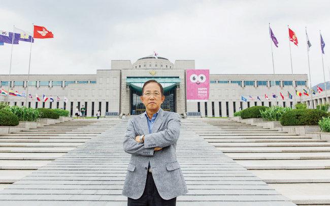 전쟁기념관 앞에 선 김태영 전 국방부 장관. [김도균]