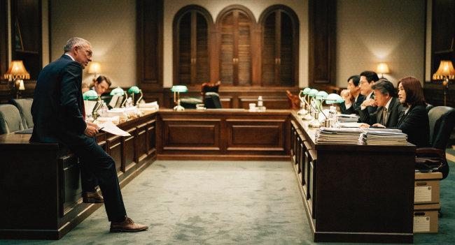 우리나라는 1997년 외화유동성 고갈로 외환위기를 겪었다. 사진은 당시 상황을 영화화한 '국가부도의 날' 중 한 장면. [사진 제공 · CJ E&M]