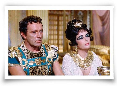 영화 '클레오파트라'에서 엘리자베스 테일러(오른쪽)가 클레오파트라를, 그와 세기의 커플이 된 리처드 버턴이 안토니우스를 연기했다. 이 영화를 촬영하면서 로맨스가 시작된 것으로 알려졌다. [영화 '클레오파트라' 화면 캡처]