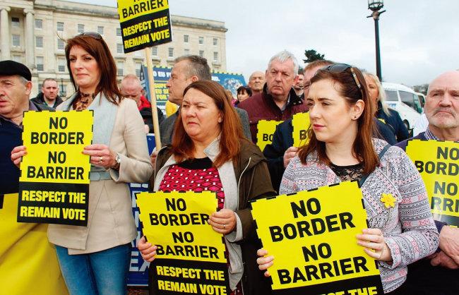 북아일랜드의 신페인당 지지자들이 노딜 브렉시트 반대 시위를 벌이고 있다. [신페인당]