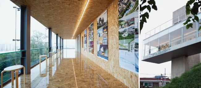 30m 길이의 전망대 북쪽 벽면으로는 작품 전시가 가능해 갤러리로 활용할 수도 있다(왼쪽). 여름철이라 짙은 녹음을 함께 만끽할 수 있다.