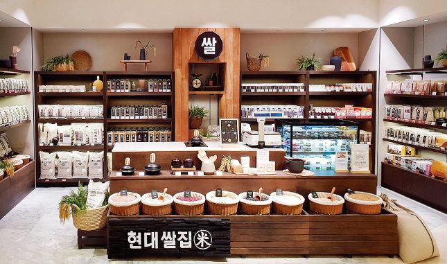 현대백화점의 '현대쌀집'. 밥 소믈리에가 취향에 맞는 쌀을 소비자에게 제안한다. [사진 제공 · 현대백화점]
