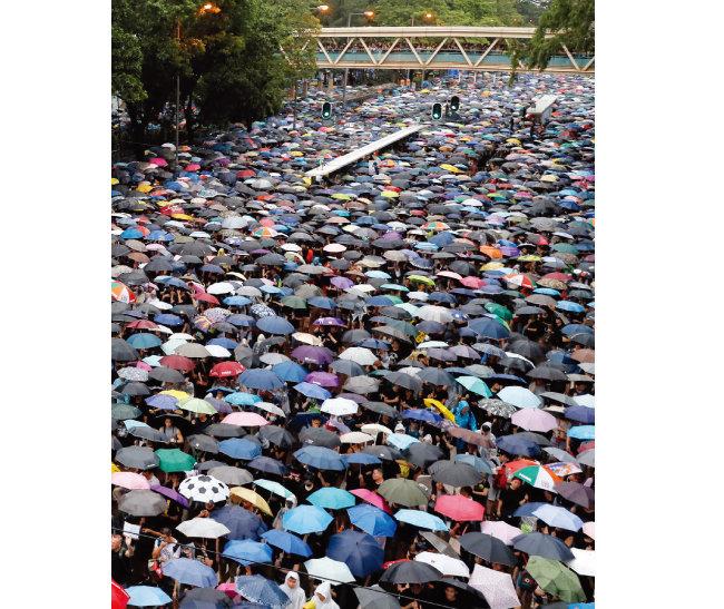 8월 18일 170만 명이 운집한 홍콩 우산시위. [AP=뉴시스]