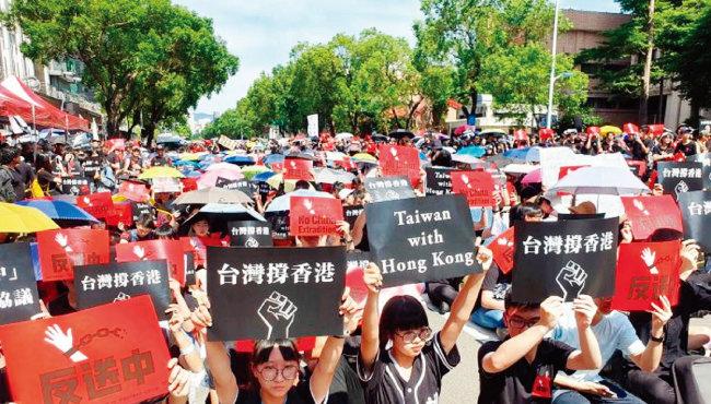대만 국민과 학생들이 홍콩 시민들의 시위를 지지하고 있다. [에포크타임스]