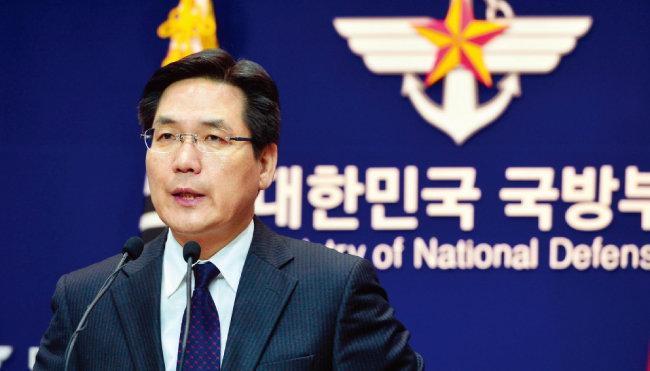 북한이 미사일을 쏜 사실을 일본보다 먼저 발표하게 만들었던 기자 출신의 김민석 전 국방부 대변인. [뉴시스]