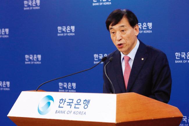 이주열 한국은행 총재가 7월 18일 서울 중구 한국은행 기자실에서 통화정책 방향을 발표하고 있다. 이날 한국은행 금융통화위원회는 기준금리를 1.75%에서 1.50%로 하향 조정했다. [뉴시스]