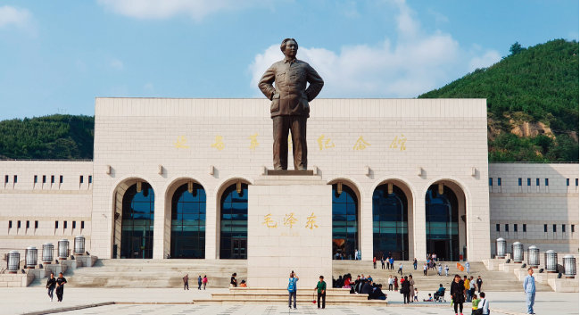 중국 옌안혁명기념관에는 건국 70주년을 맞아 홍색관광 열풍이 불고 있다. [하종대]