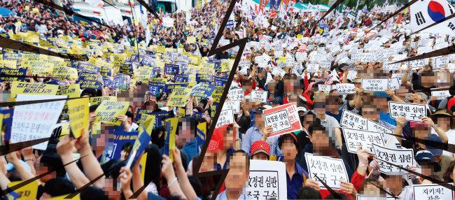 9월 28일 서울 서초동 서초대로에 검찰개혁을 요구하는 많은 시민이 운집했다(왼쪽). 10월 3일 서울 광화문광장에 모인 대규모 시위 인파. [뉴시스]