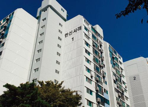 노영민 대통령비서실장이 20평형 한 가구를 소유하고 있는 서울 서초구 반포동 한신서래아파트. [강지남 기자]