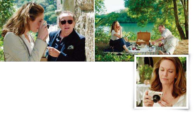 영화 '파리로 가는 길'에서 명품 카메라 '라이카'로 일상의 모습을 담는 주인공 앤. ['파리로 가는 길' 화면 캡처]