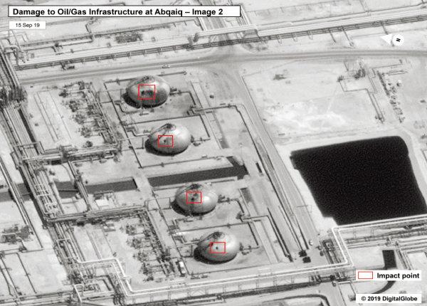드론 폭격을 받은 사우디 아브까이끄의 원유 탈황·정제시설. [뉴시스]
