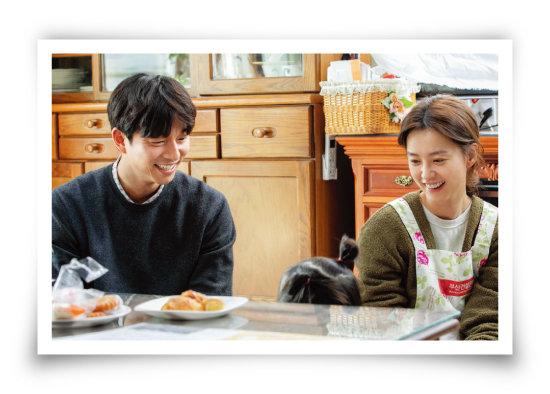영화 '82년생 김지영'의 정대현(공유 분·왼쪽)과 김지영(정유미 분). [사진 제공 · 롯데엔터테인먼트]