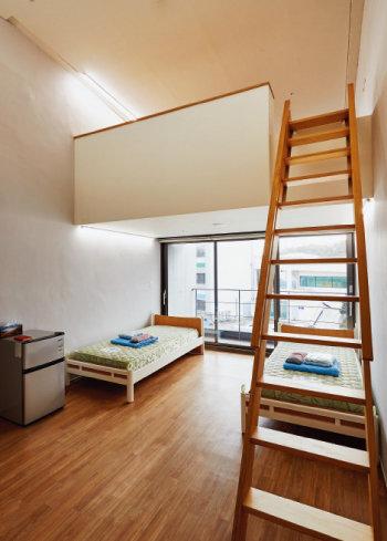 복싱훈련장 2층에 있는 기숙사의 방. [홍중식 기자]