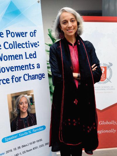 10월 28일 카비타 람다스는 서울대 국제대학원에서 청년들을 대상으로 여성운동에 관해 강연했다. [김성남 기자]