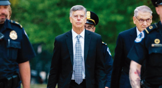 윌리엄 테일러 주우크라이나 미국대사 대행(가운데)이 하원 탄핵조사 청문회에 출석하고 있다. [ABC 뉴스]