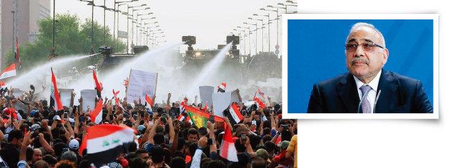 이라크 국민이 경찰의 물대포 살포에도 반정부 시위를 이어가고 있다(왼쪽). 10월 31일 아델 압둘 마흐디 이라크 총리가 사임을 발표하고 있다. [Anadolu]