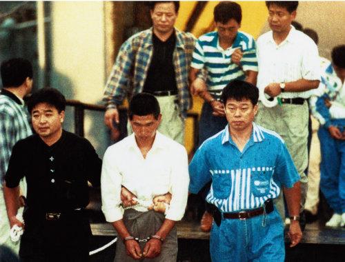 1996년 11명을 죽이고 한국에서 재판을 받게 된 페스카마호 사건 주범들. 이들은 사형을 구형받았으나 인권변호사들의 노력으로 전원 무기징역을 선고받았다. [최재호 전 동아일보 기자]