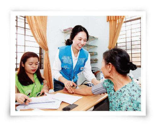 두산의 베트남 의료봉사 현장. [사진 제공 · 두산비나]