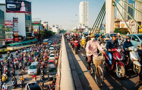 거리를 가득 메운 오토바이 행렬은 베트남의 역동성을 잘 보여준다. [gettyimages]