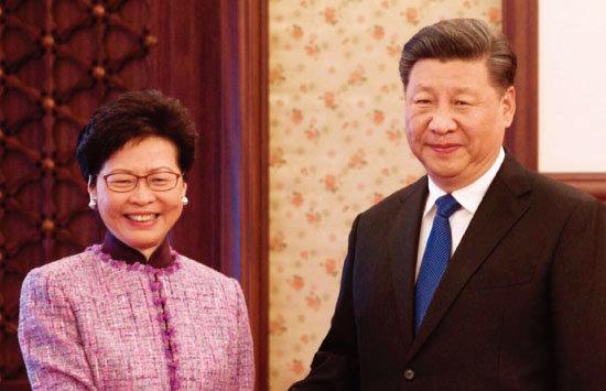 시진핑 중국 국가주석(오른쪽)과  캐리 람 홍콩 행정장관. [govHK]